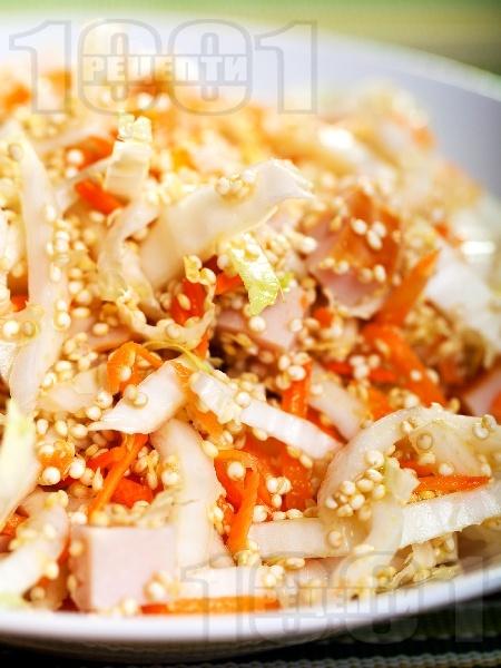 Салата с китайско зеле, моркови и киноа - снимка на рецептата